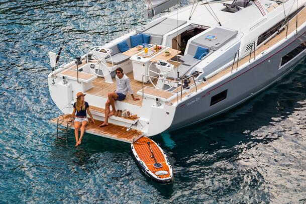 Oceanis 46.1  sit on transom boarding lo
